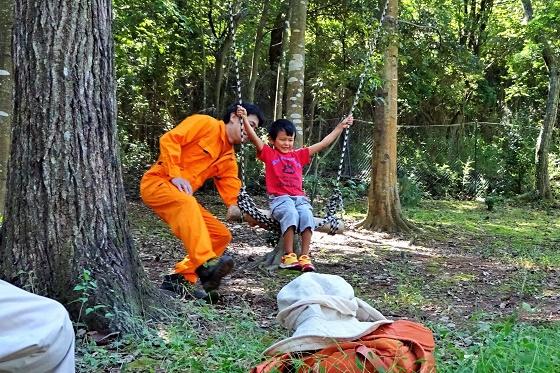 森の中でロープ&ブランコ遊び