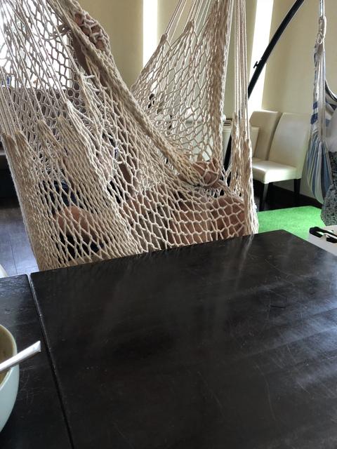 椅子がブランコ型ハンモック!になっている ビストロ 【日進市】