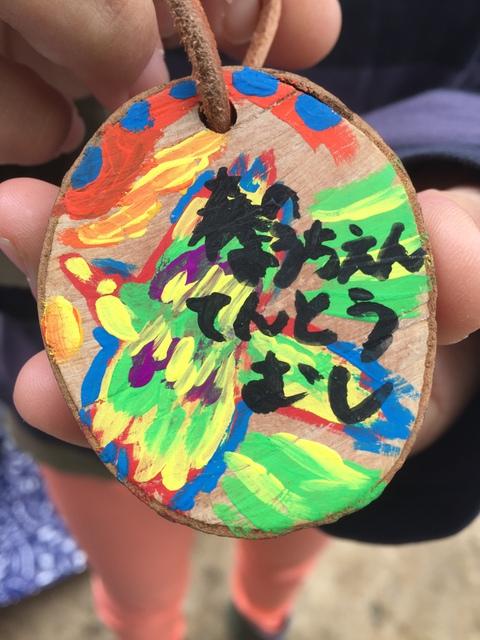 プレゼントは、木の枝から作った、名札!