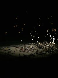 浜辺のスカイランタン。動画ヾ(✿❛◡❛)ノ 2018/08/17 23:59:54