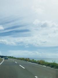 パステルカラーの空と海