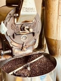 本日もたくさんのコーヒ豆を焙煎&ハンドピックしています♪