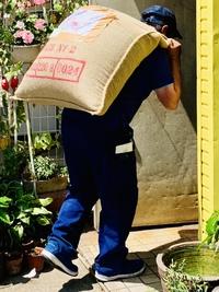 60kgの麻袋の運び方とは?