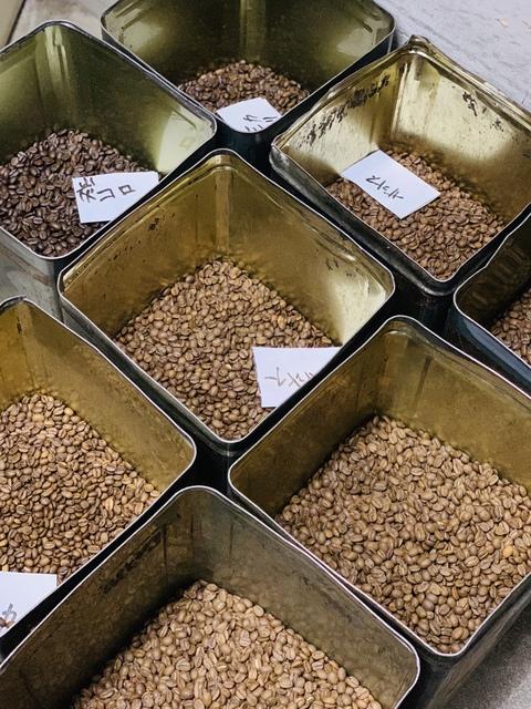 炭焼コロンビア・モカ・ブラジル・アイスコーヒーなどなど いろんな種類の豆を焙煎中です!