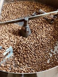 今日も店内はコーヒー豆を焙煎する香りに包まれています♪