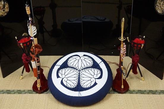 家康公四百年祭、最高級のあぐらを作り出す「武将座布団・クッション」各限定30個で販売します!
