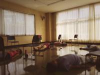 今日の「やさしい椅子ヨガ」もシャバーサナは床でごろ〜ん ♪