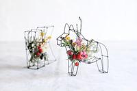 ワイヤー作品をベースにお花をアレンジするワークショップを花かんむりさんが開催されます♪