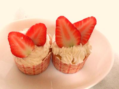 バレンタインに!簡単HKMでいちごのカップケーキ♪
