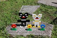黒と白のコアラとお花 ~LEGO~ お外で撮影してみました