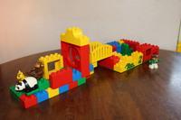 私のお家 ~LEGOデュプロ~ 橋を渡して離れを作りました。