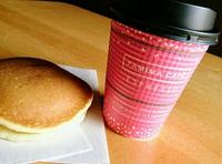 コーヒーカップも春仕様♪~今日はコンビニコーヒーについて考える