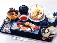 カウンターで寿司ランチ!(しかもタダ!)